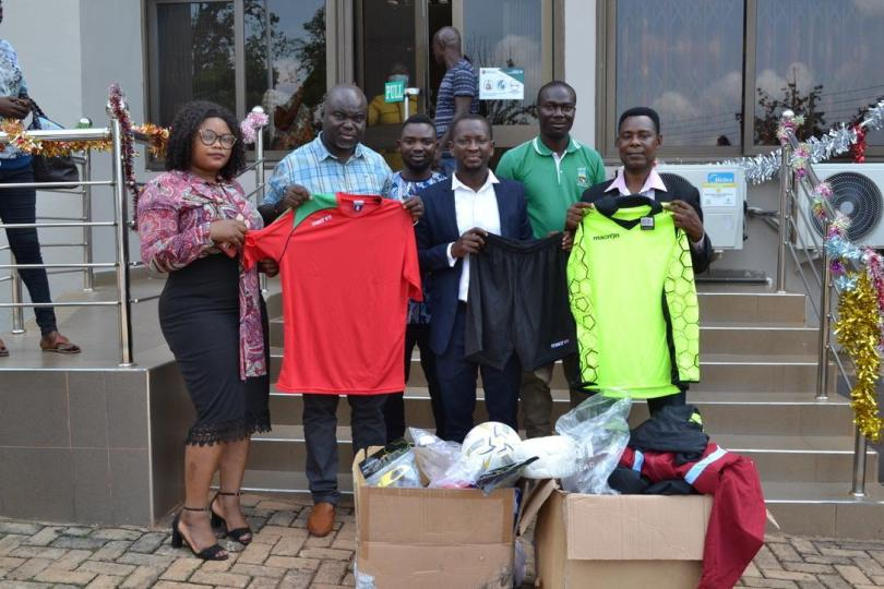 Godfred Donsah, Forsports foundations present sporting items to UENR