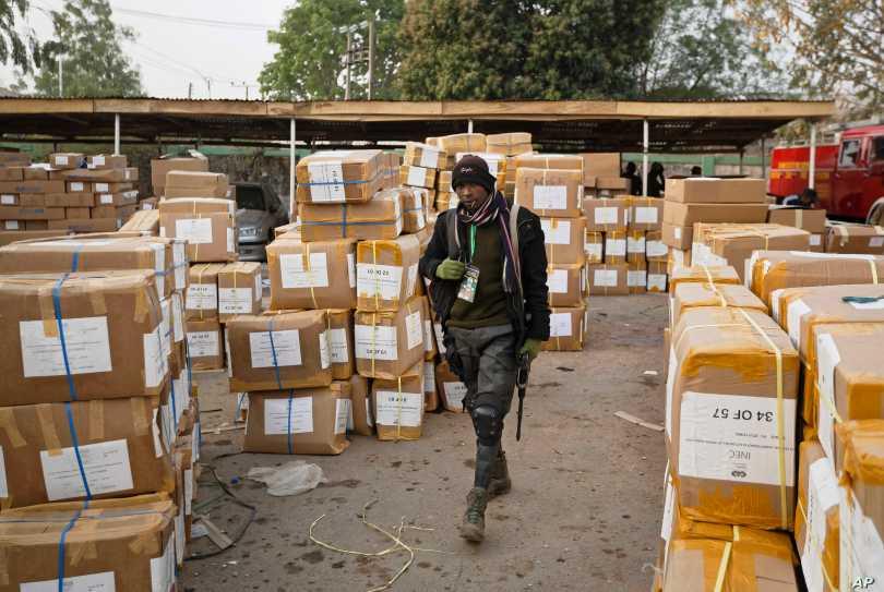 Ghana gifts Niger electoral materials