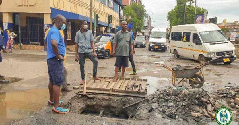 AMA boss supervises desilting exercise at Makola