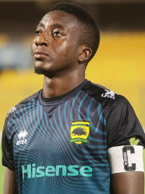 Felix Annan: Asante Kotoko goalkeeper bids emotional farewell to the club .