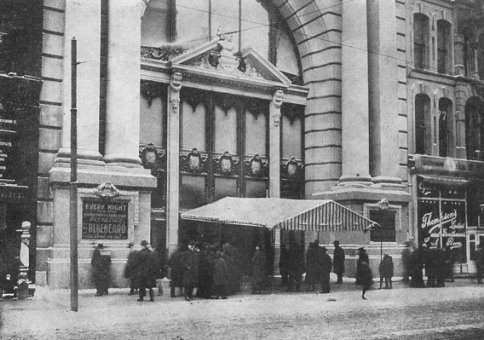The front of the Iroquois Theater before the fire http://www.hauntdetective.com/hauntings-legends-folklore/chicago/downtown/71-the-iroquois-theater-fire-of-december-30-1903