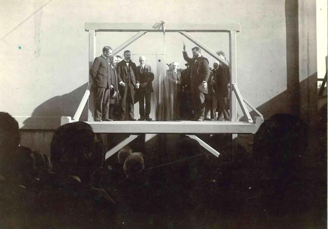 A photographer captured this image of the hanging of William Roe at the Napa County Courthouse 1897. Napa County Sheriffs Museum