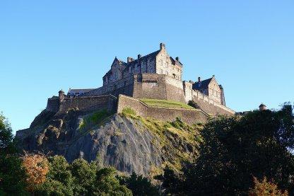 Edinburgh Castle from Ross Fountain https://commons.wikimedia.org/wiki/File:Edinburgh_Castle_Autumn.jpg