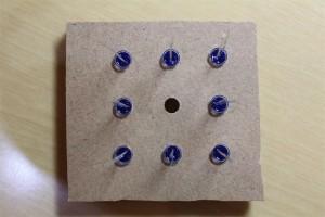 LEDは中心側をコモンカソードにするため足の長い方を外側に向ける。