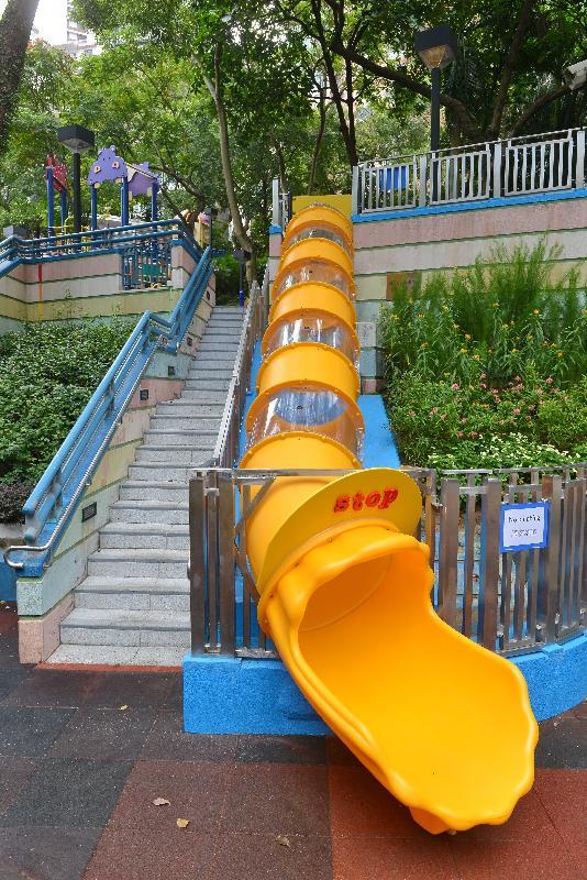 香港公園新管道滑梯今日開放(附圖)