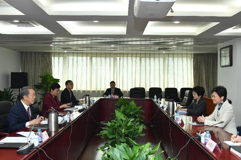 候任行政長官與國務院港澳事務辦公室主任會面(圖片)