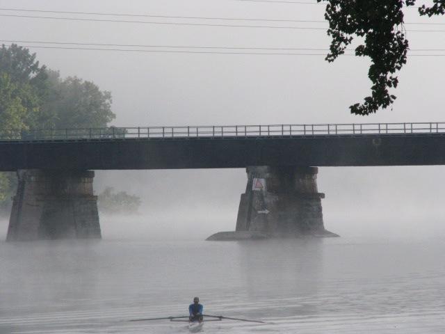 morning rower heading toward CSX rail bridge and more fog - 21Sep09