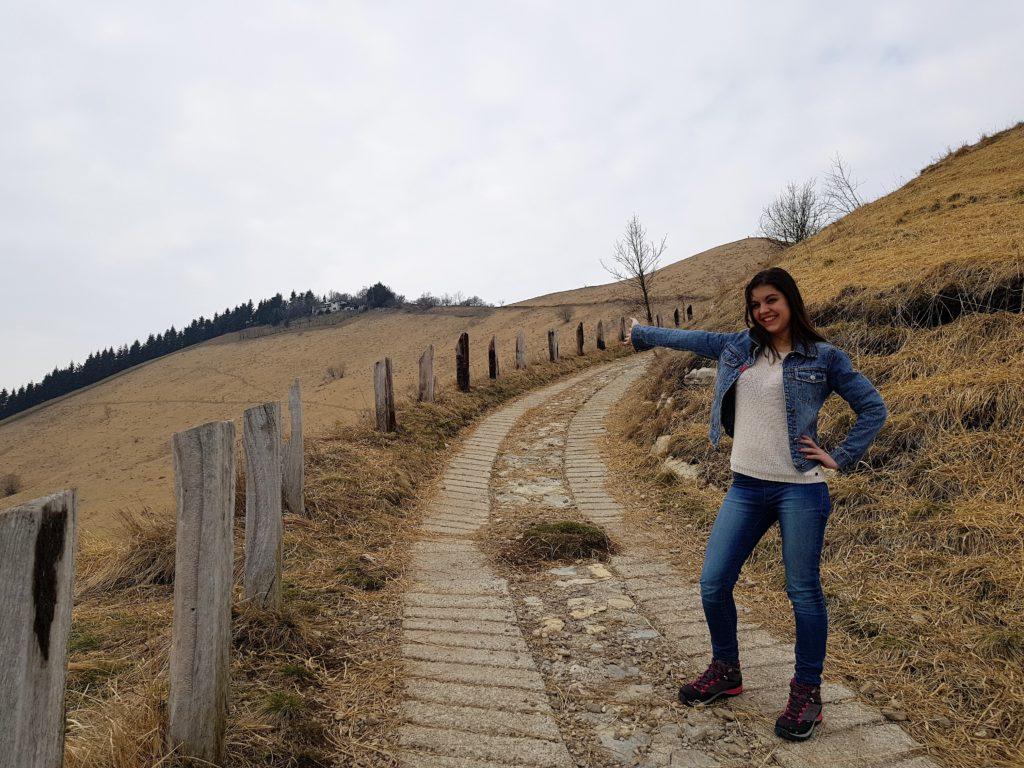 Sentiero Monte Bolettone tra prati