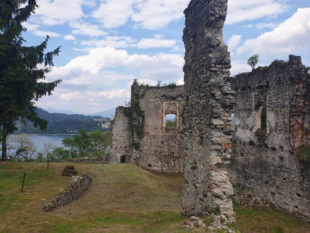 rovine rocca borromea arona