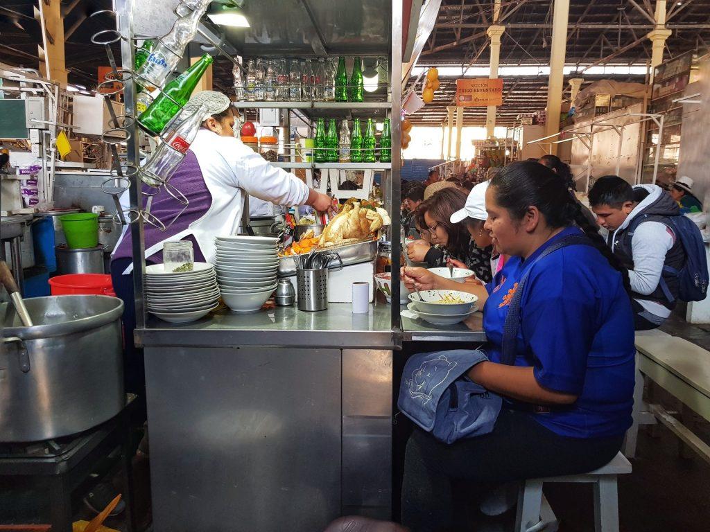 cibi locali al mercato di san pedro