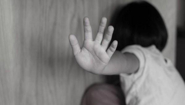Công an huyện Phú Xuyên (Hà Nội) đã ra quyết định khởi tố vụ án, khởi tố bị can, đồng thời lệnh tạm giam đối với người ông họ có hành vi xâm hại cháu gái 9 tuổi. Ảnh minh họa.