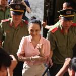 Trực tiếp phiên tòa hoa hậu: Tòa ra lệnh áp giải 'người đàn bà bí ẩn' đến phiên xử Phương Nga