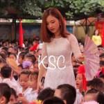 """Cô giáo trẻ và bức hình """"hot"""" nhất trong ngày khai giảng ở Hà Nội"""