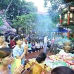 Hà Nội: Hàng nghìn người ngồi kín lòng đường dự lễ Vu Lan