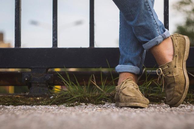 Từ sâu thẳm có thể bạn biết rằng đi giày mà không đi tất là không tốt nhưng bạn lại nhận thấy việc đó khá thoải mái.