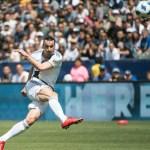 Ibrahimovic ghi siêu phẩm 36 mét vì không thể chạy thêm