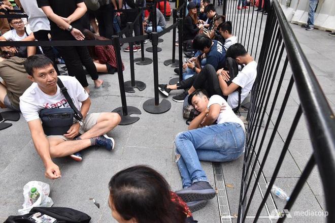 Người Việt đầu tiên mua được iPhone XS trên đất Singapore: Tôi phải ra sân bay và về ngay Việt Nam - Ảnh 4.