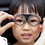 Cận thị đang trở thành một đại dịch toàn cầu lây lan từ trẻ nhỏ tới người lớn