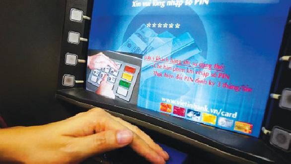 VietinBank bắt quả tang người Trung Quốc rút trộm tiền ATM