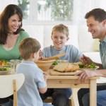 Câu đơn giản phụ huynh nên hỏi con trong bữa tối