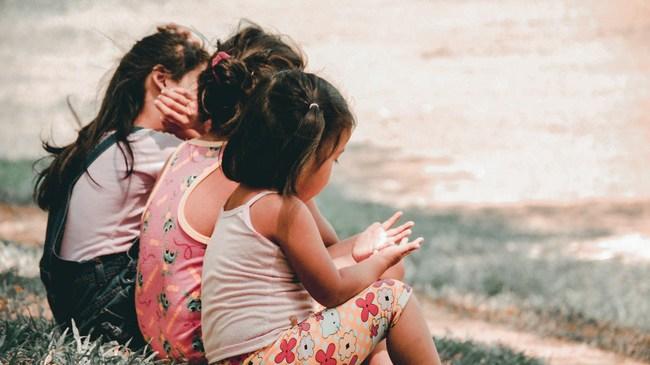 7 hành vi tưởng tốt nhưng thực chất lại làm hư con, bất ngờ là nhiều bố mẹ đang thực hiện hàng ngày