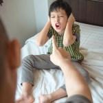 """Con lúc nào cũng nói """"trả treo"""", cãi tay đôi lại? Cha mẹ hãy làm ngay theo lời khuyên này của chuyên gia để trị thói xấu đó của bé"""