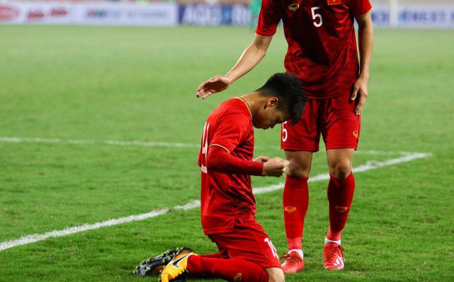 Quang Hải, Đức Chinh trên sân đã đau lắm rồi, đừng khiến họ phải nuốt thêm nước mắt nữa!