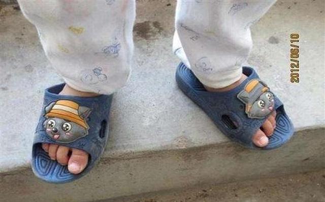 Người mẹ mắng con giữa đường vì suốt ngày mang giày ngược, chuyên gia chỉ ra mẹ có lẽ đã dạy con sai cách
