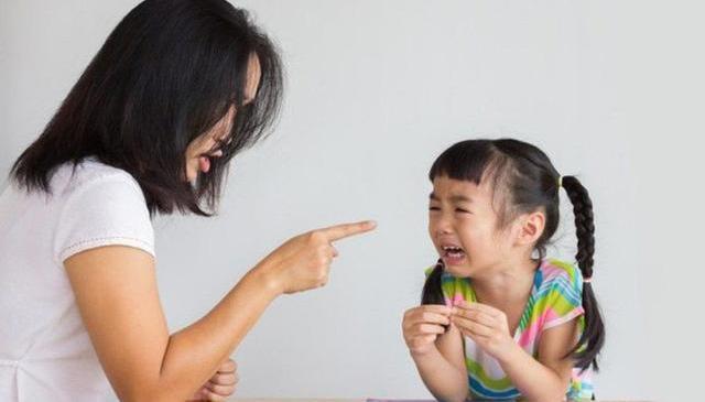 6 hành vi xấu của cha mẹ hủy hoại tương lai con