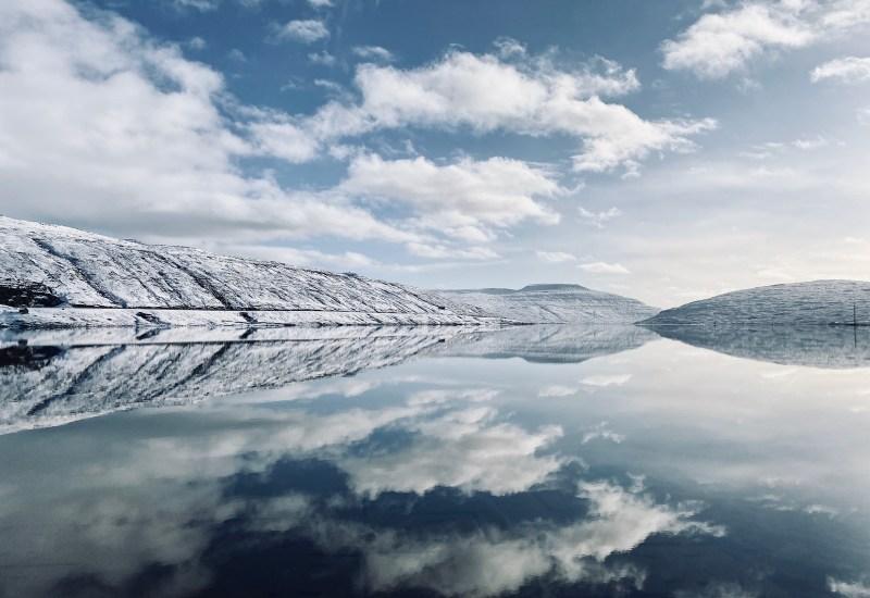 Lago_riflesso_inverno_faroe