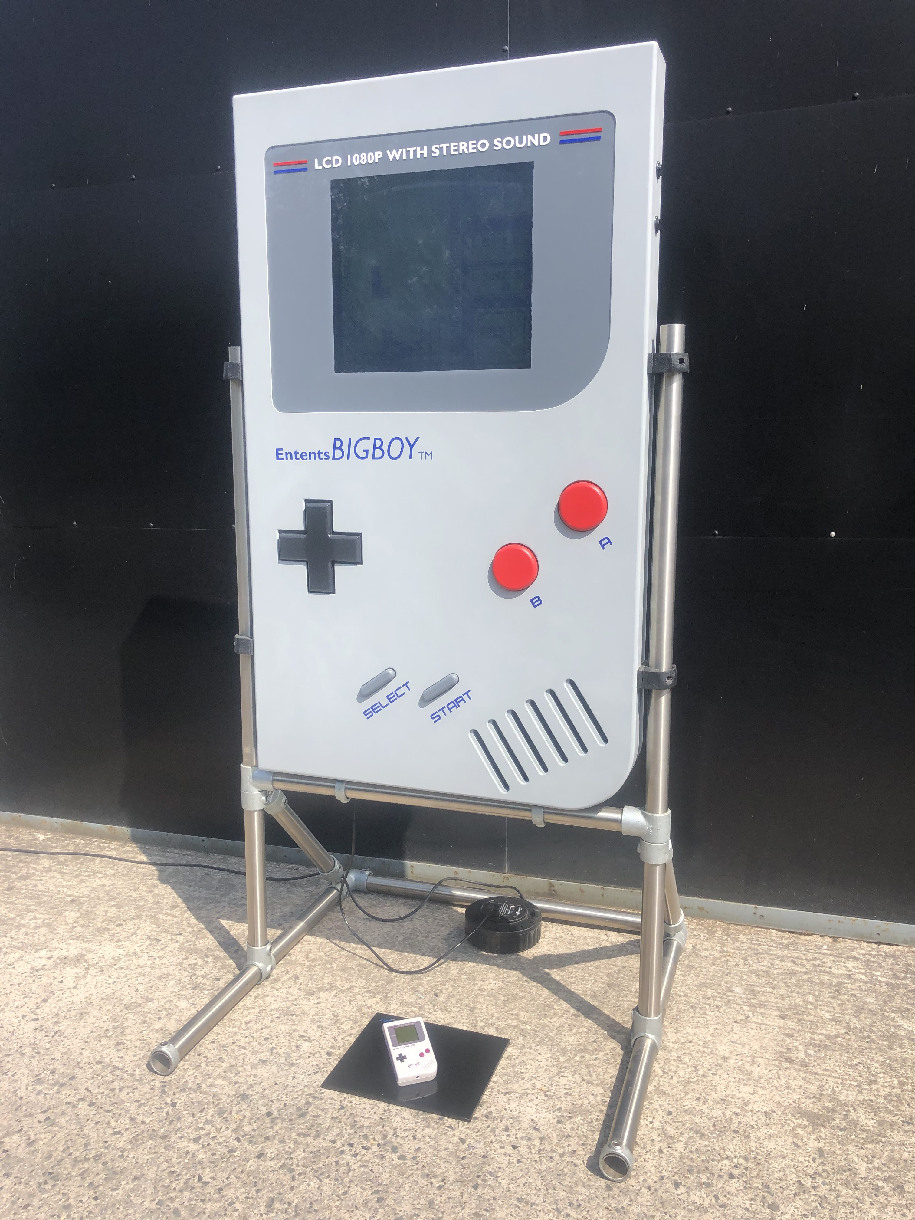 Giant Gameboy Welcome To The Worlds Largest Playable Gameboy