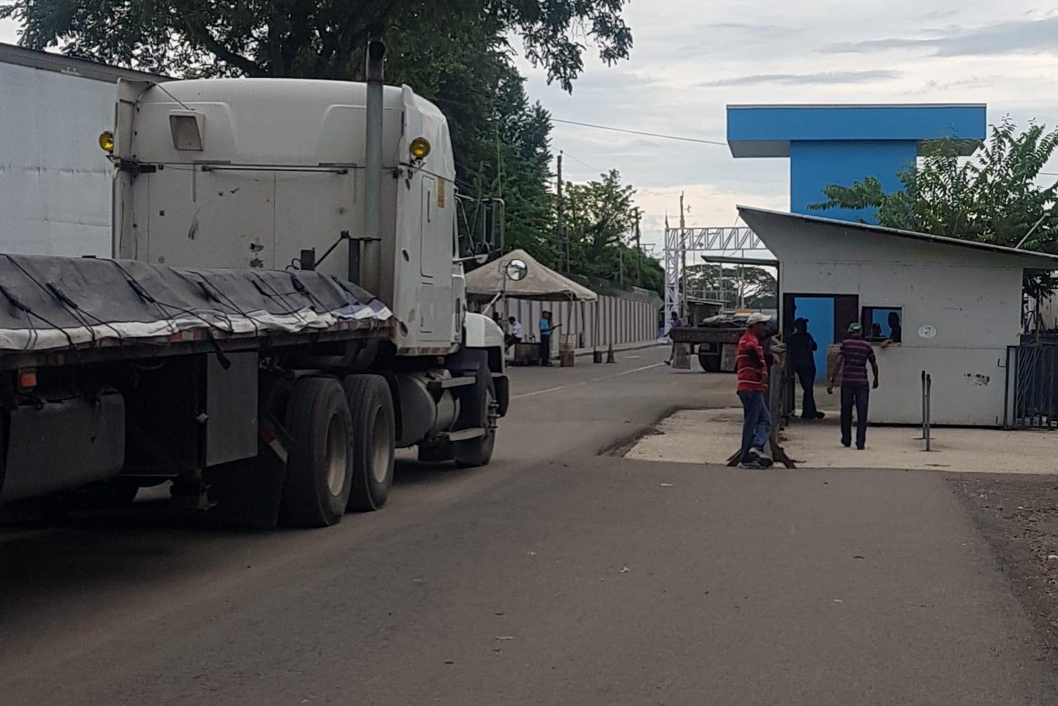 Border Crossing Costa Rica to Nicaragua - Costa Rica Passport Checkpoint