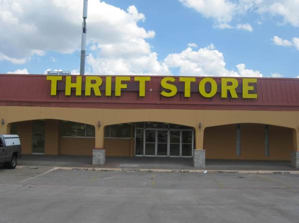Thrift Store - Giant Sign Company