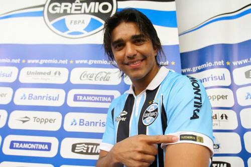 camisa tricolor personalizada do goleador Marcelo Moreno