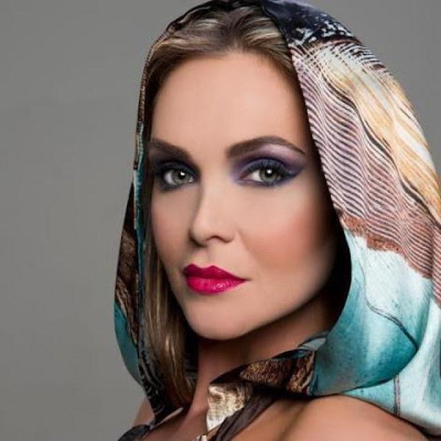 A Série Personalidades tem como entrevistada a publicitária e modelo publicitário Fernanda Schonardie, uma das mais destacadas profissionais do universo do glamour, detentora de uma carreira bem sucedida que inclui experiências de nível nacional e internacional