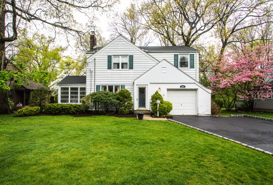 551 Monroe Ct River Edge NJ 07661 Presented for Sale by the Gibbons Team