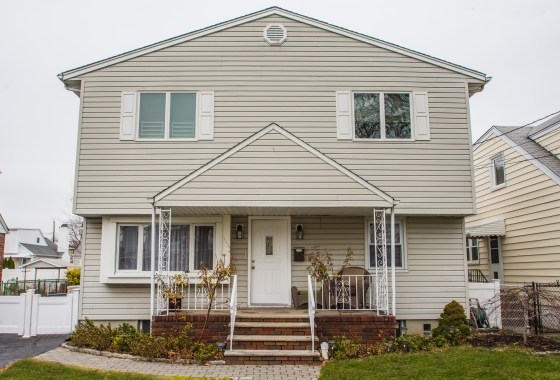 159 Hillman Drive Elmwood Park, NJ 07407 | Presented for Sale by the Gibbons Team www.gibbonsteam.net