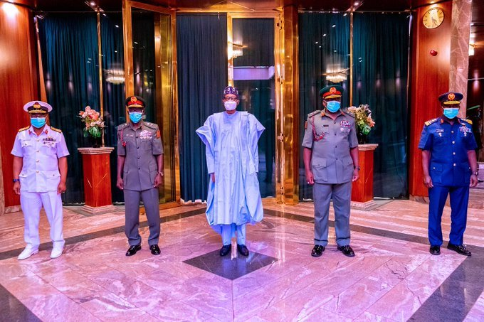 president-buhari-meets-new-service-chiefs-for-the-first-time