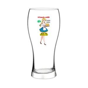 Pahar bere O femeia calda si o bere rece
