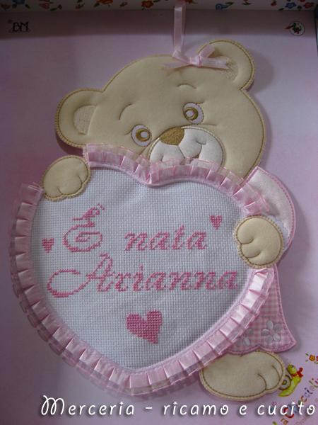 coccarda-fiocco-nascita-orsetto-con-cuore-per-Arianna2