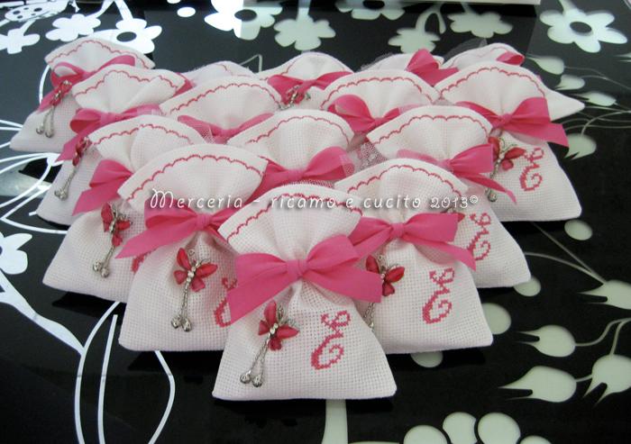 Sacchettini bomboniere portaconfetti in tela aida con iniziale E per Elisabetta  GIFT