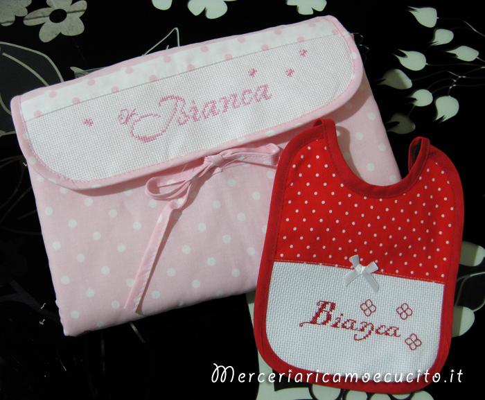 Busta coprifasciatoio rosa pois e bavetta natalizia per