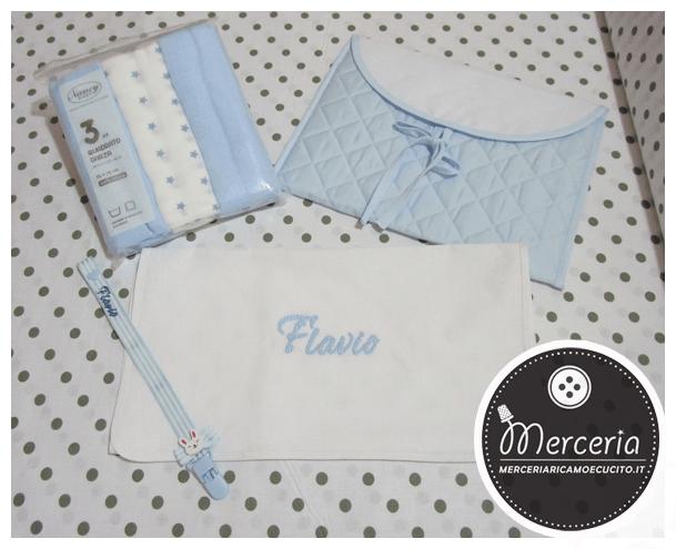 Busta portaoggetti, quadrati di garza, asciugamano in cotone e clip portaciuccio per Flavio