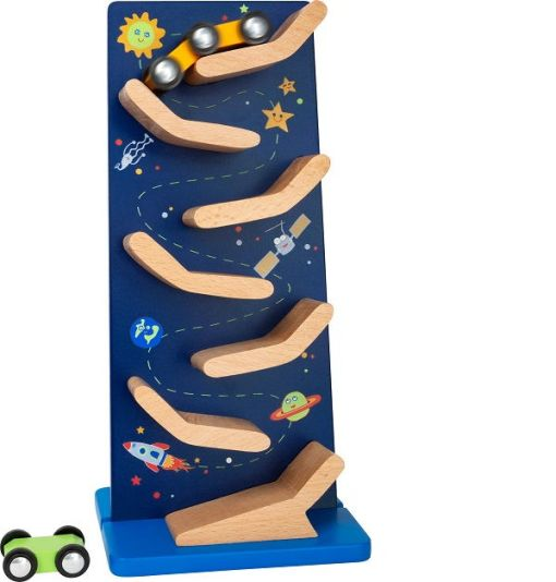 Wooden Cascading Tower Space