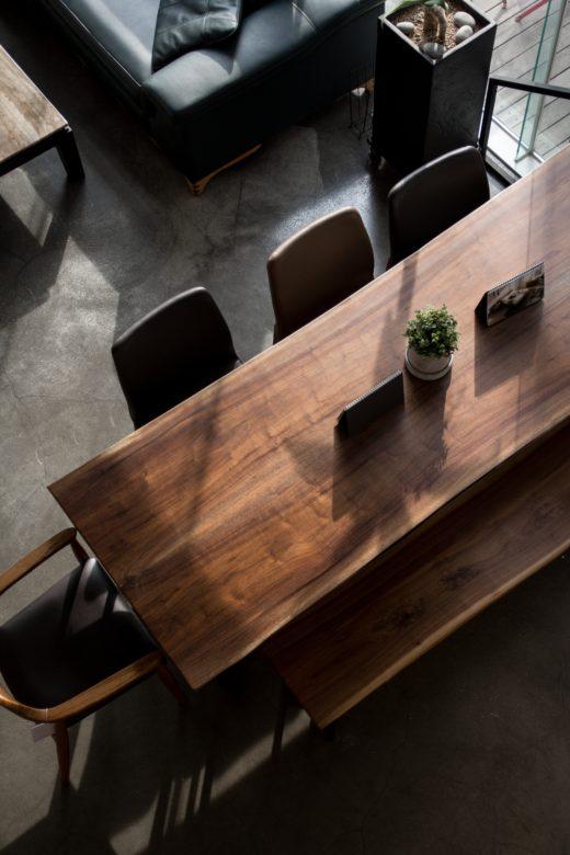 ウォルナット一枚板のダイニングテーブル