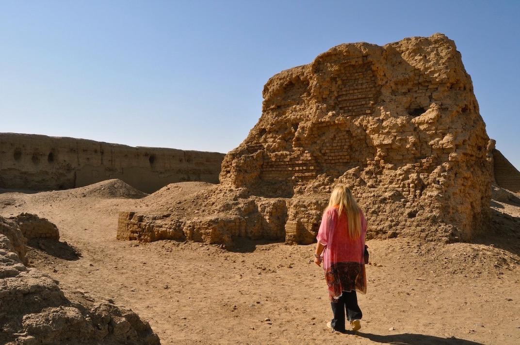 Gigal going inside Hierakonpolis