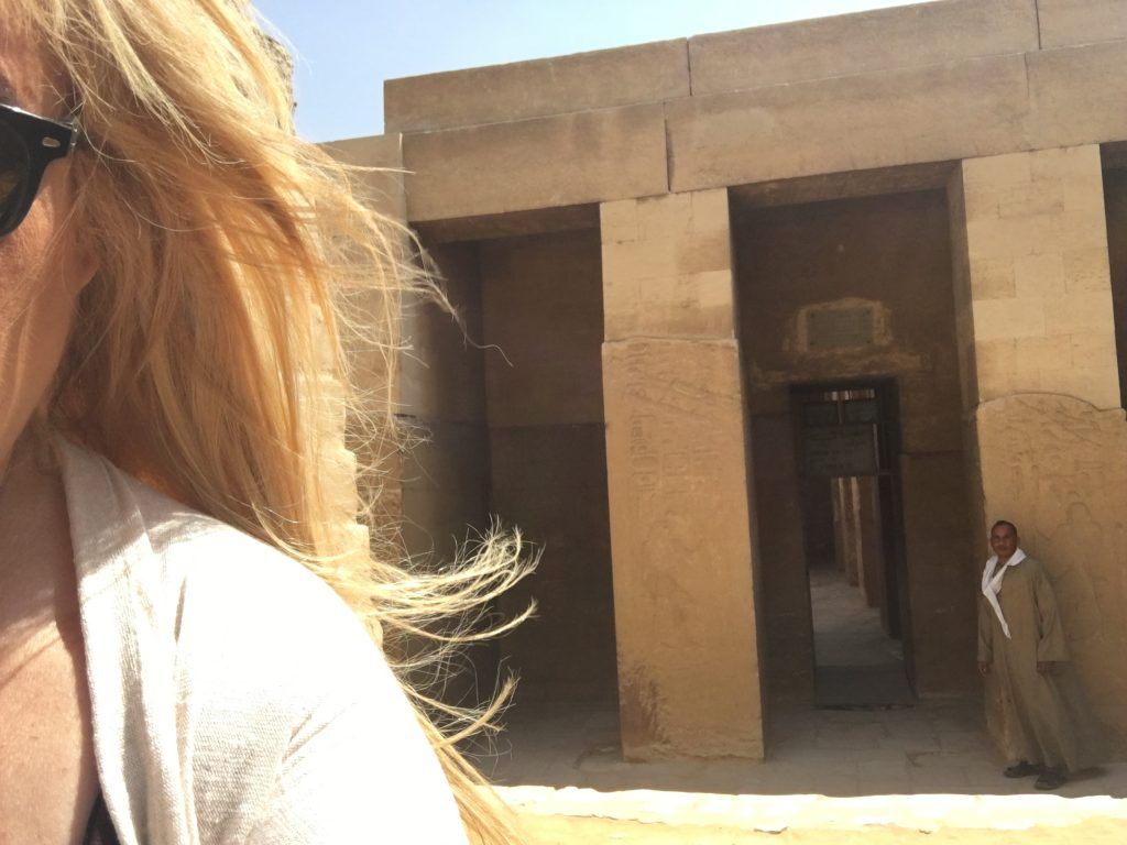L'entrée du mastaba de Ti le Maitre des paroles secrètes à Saqquarah par Gigal