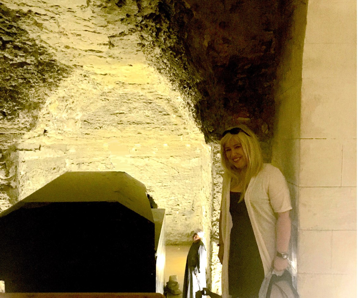 inside_the_Serapeum_with_gigal