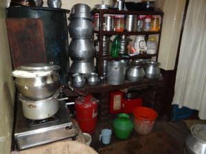 Die Küchenecke... da war noch die kleine Küche von Mama in Altavilla noch grösser