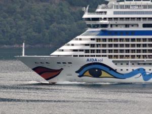 Die grossen Cruise Boote die in die Fjorde rein schippern...